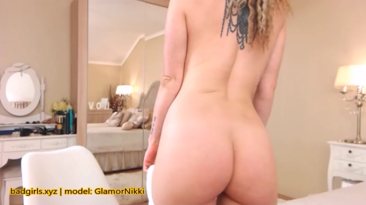 GlamorNikki caught naked during free live show