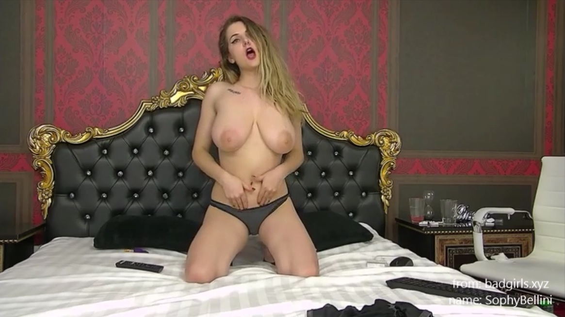 SophyBellini Shows Big Boobs on Webcam